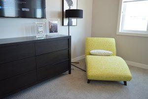 zestaw żółtych mebli wypoczynkowych